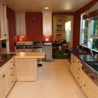 Красим кухню в красный цвет.